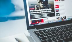 Facebook y YouTube lideran el camino como fuentes clave de contenido de noticias